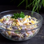 Salatka z szynka, serem, ...